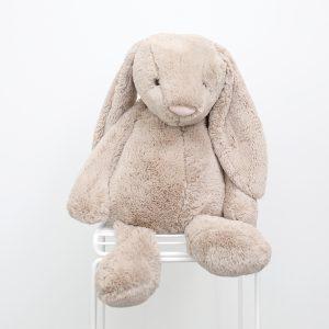 Bashful Bunny BEIGE (jättestor) – Johanna